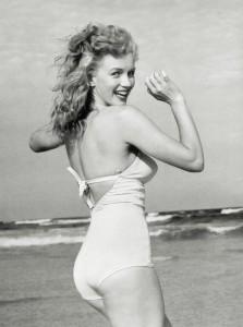 Marilyn_Monroe_1949_Beach_Photoshoot_023