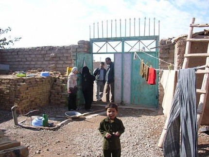 512px-A_house_in_the_refugee_settlement_(4362399842)